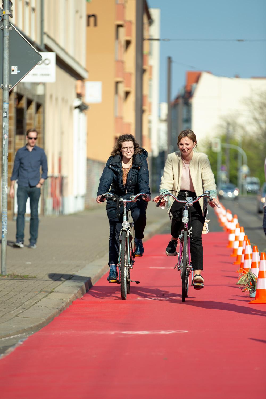Foto Magdeburger Radkultur_Protected_Bike_Lane_Große_Diesdorfer_Straße